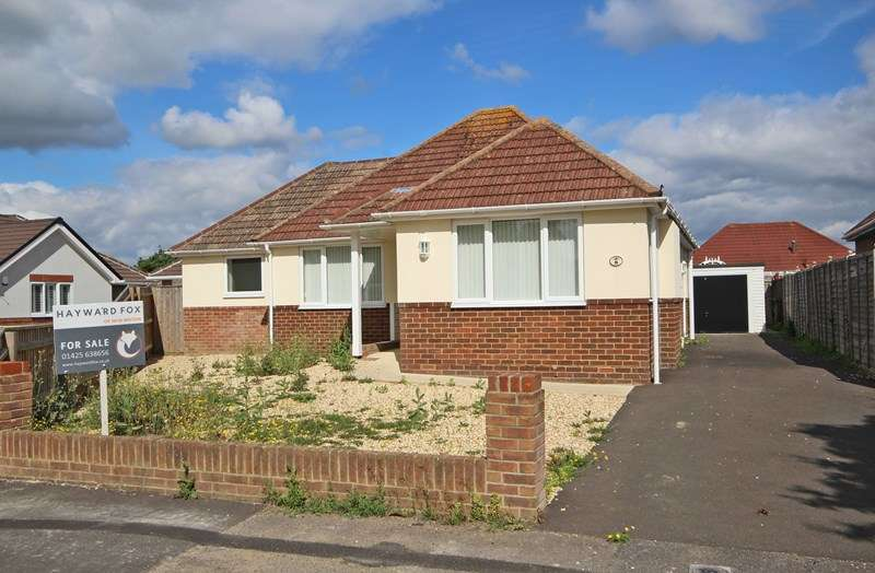 3 Bedrooms Detached Bungalow for sale in Durland Close, New Milton