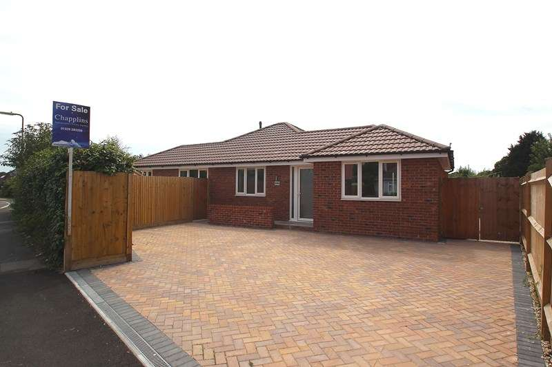 3 Bedrooms Detached Bungalow for sale in Fareham Park Road, Fareham