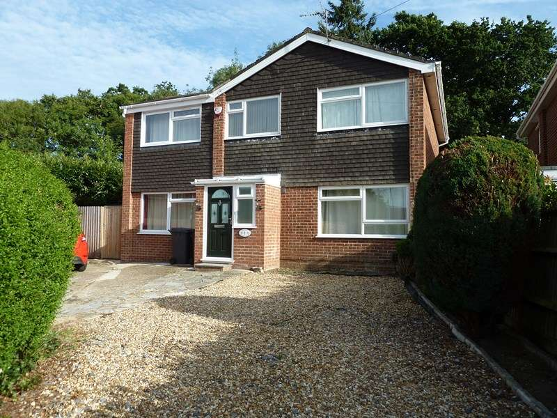 5 Bedrooms Detached House for sale in Graycot Close, Kinson, Bournemouth