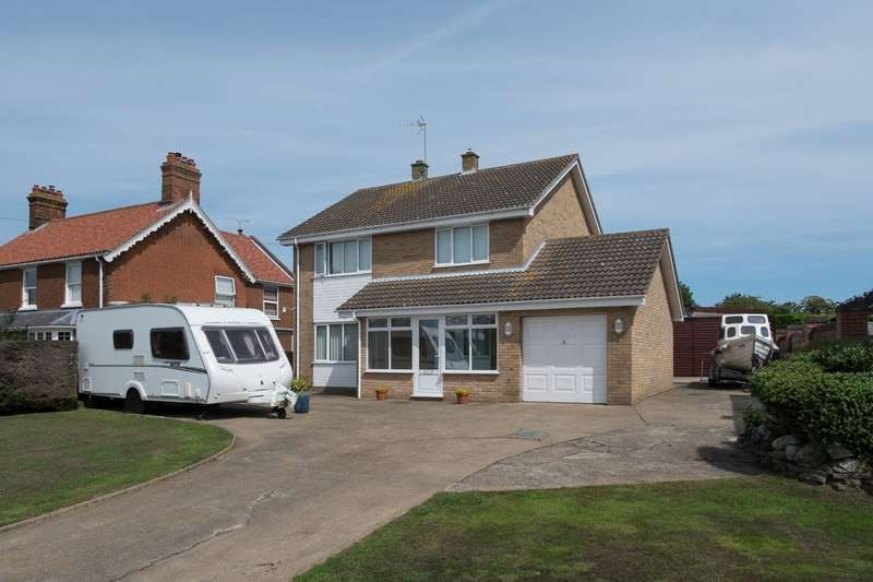 4 Bedrooms Detached House for sale in Beach Road, Hemsby-On-Sea