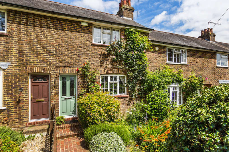 2 Bedrooms Terraced House for sale in Mill Lane, Oxted, RH8