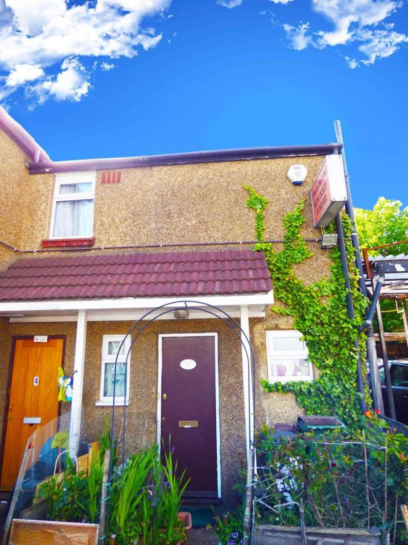 2 Bedrooms Maisonette Flat for sale in FlaT Woodlands House, Luton
