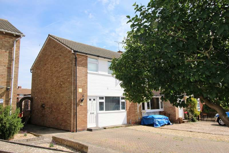 3 Bedrooms Semi Detached House for sale in Baird Avenue, South Ham, Basingstoke, RG22