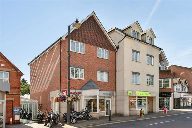 1 Bedroom Flat for sale in Alpha House, Napier Road, CROWTHORNE, Berkshire