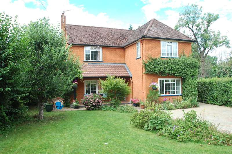 4 Bedrooms Detached House for sale in Cleland Road, Chalfont St Peter, SL9