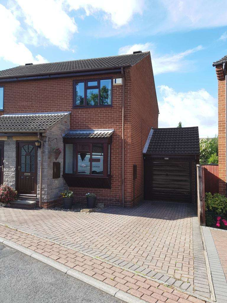 2 Bedrooms Semi Detached House for sale in Carlton Court, Ossett, WF5