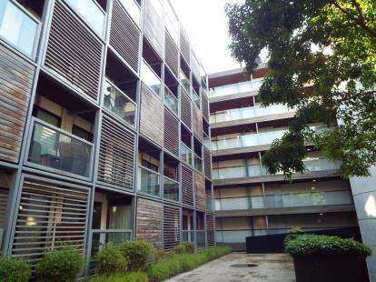 2 Bedrooms Flat for sale in Ellesmere Street, Manchester, Greater Manchester