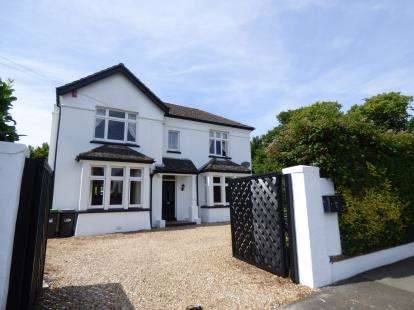 4 Bedrooms Detached House for sale in Alverstoke, Gosport, Hampshire