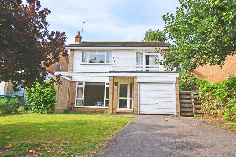 4 Bedrooms Detached House for sale in Martingales close, Ham