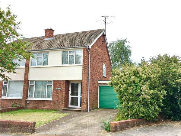 3 Bedrooms Semi Detached House for sale in Chartwell Close, Ipswich