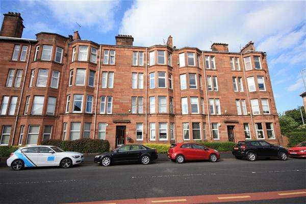 2 Bedrooms Flat for rent in Kings Park Road, Glasgow