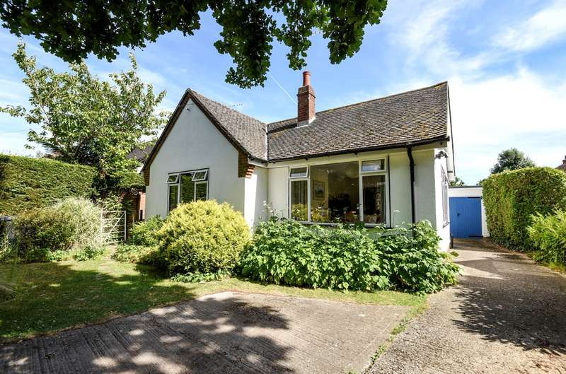 3 Bedrooms Detached House for sale in Scant Road West, Hambrook, PO18