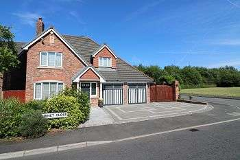 4 Bedrooms Detached House for sale in 2 Burnet Close Burnage, Rochdale, OL16 4SL