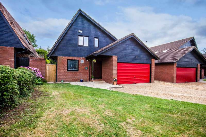 4 Bedrooms Detached House for sale in Downhead Park