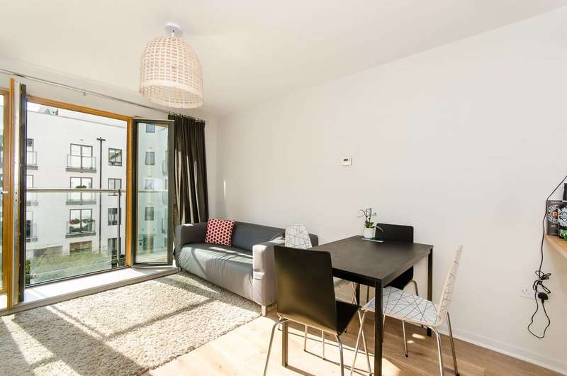 1 Bedroom Flat for sale in Holford Way, Roehampton, SW15