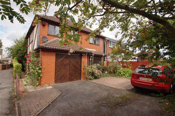 4 Bedrooms Detached House for sale in Warner Close, Cippenham