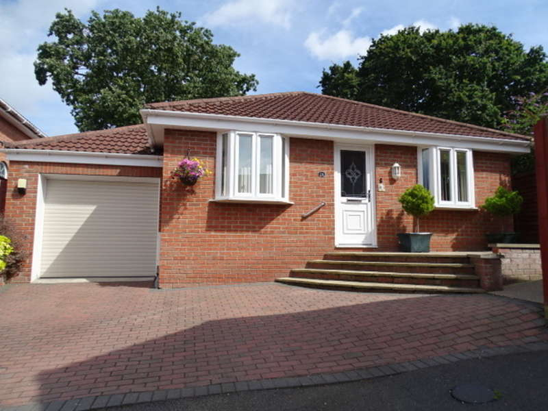 2 Bedrooms Detached Bungalow for sale in NORTHBOURNE