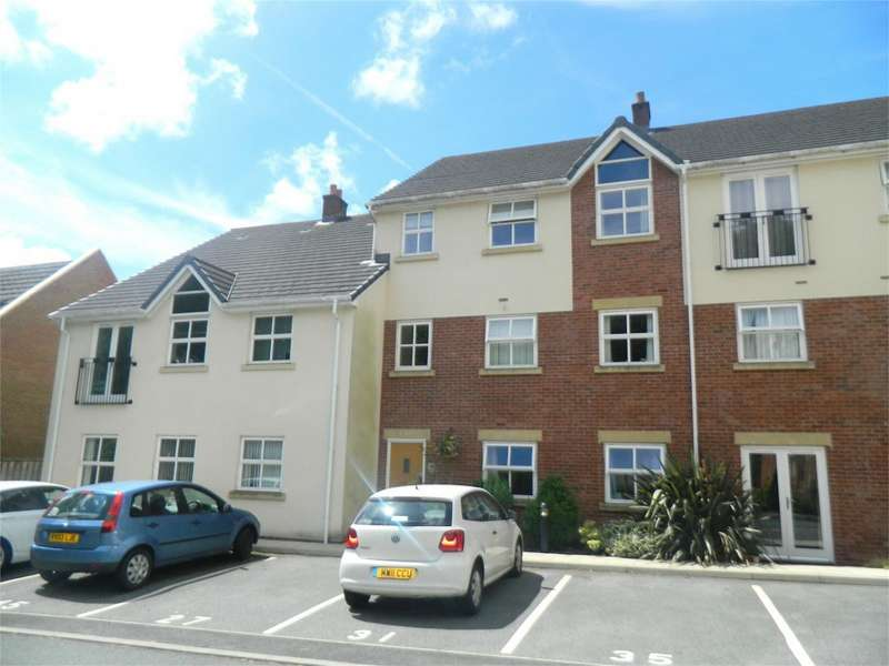 1 Bedroom Flat for sale in Clarendon Gardens, Bromley Cross, Bolton, Lancashire