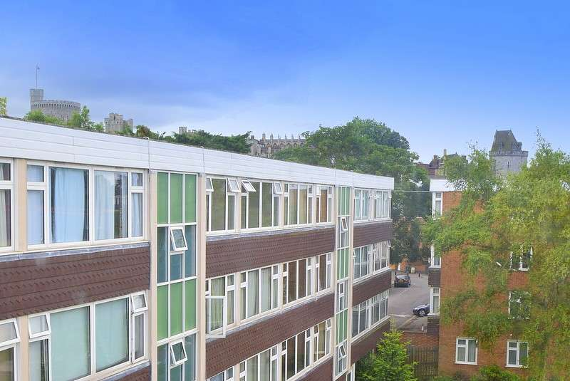 3 Bedrooms Flat for sale in Atherton Court, Eton, SL4