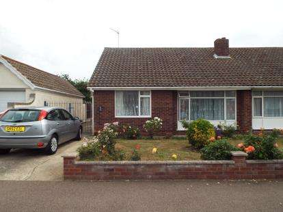 2 Bedrooms Bungalow for sale in Kirby Cross, Frinton-On-Sea, Essex