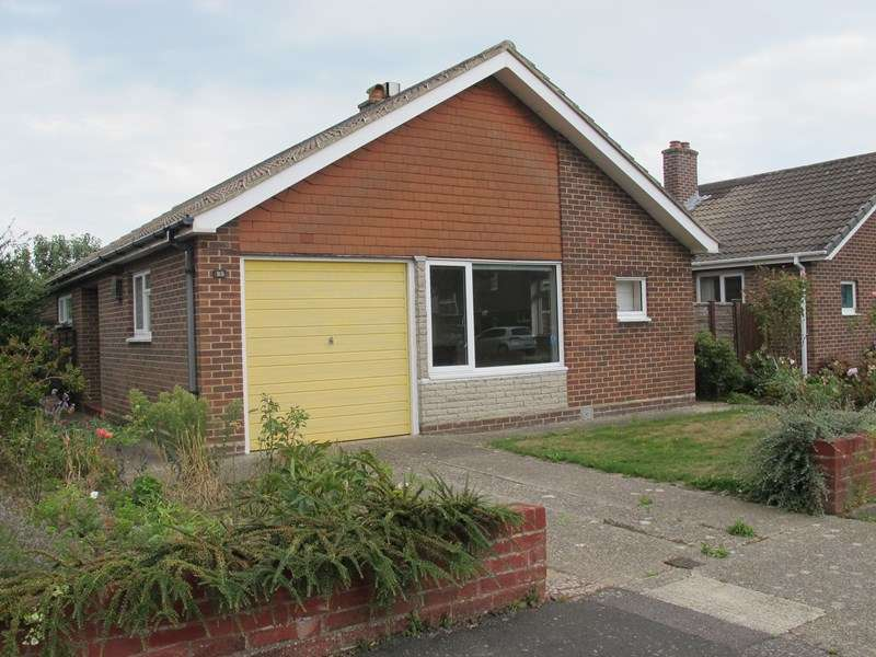 3 Bedrooms Detached Bungalow for sale in Leamington Crescent, Lee-On-The-Solent