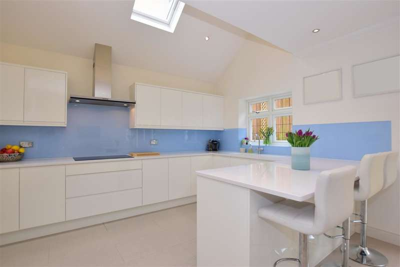 4 Bedrooms Detached House for sale in Sedley Rise, Loughton, Essex