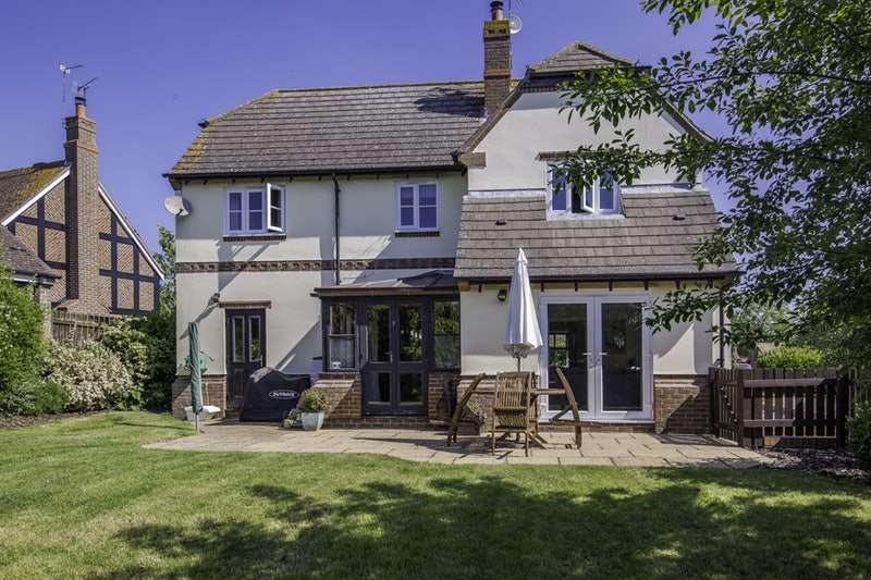 4 Bedrooms Detached House for sale in Trailly Close, Yelden, Bedfordshire, MK44