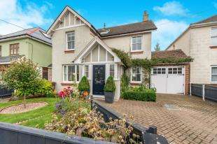 4 Bedrooms Detached House for sale in King Arthurs Drive, Rochester, Kent, .