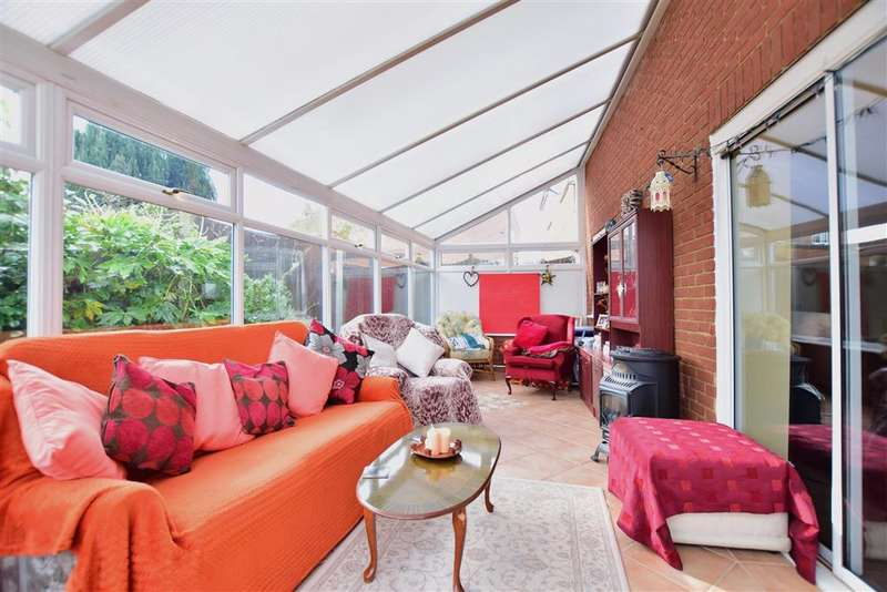 3 Bedrooms Semi Detached House for sale in The Charltons, Boughton-Under-Blean, Faversham, Kent