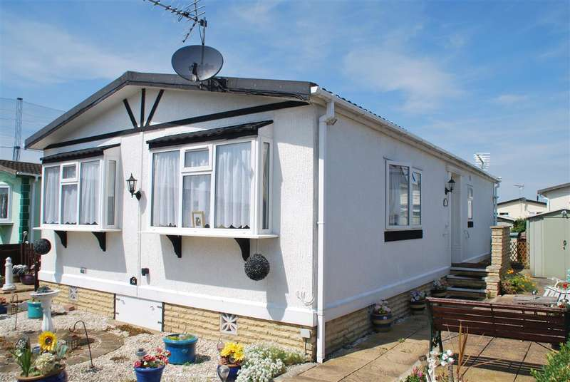 2 Bedrooms Bungalow for sale in KINGSMEAD PARK, ALLHALLOWS