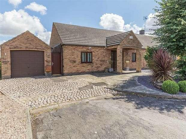 4 Bedrooms Detached Bungalow for sale in St Lawrence Boulevard, Radcliffe-on-Trent, Nottingham