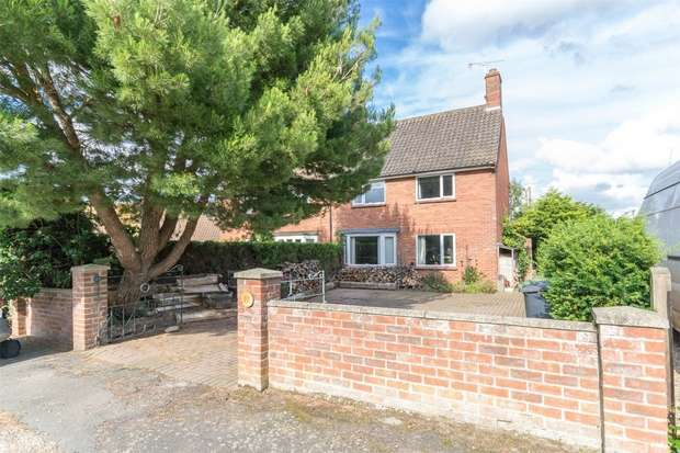 3 Bedrooms Semi Detached House for sale in 16 Priory Crescent, Binham