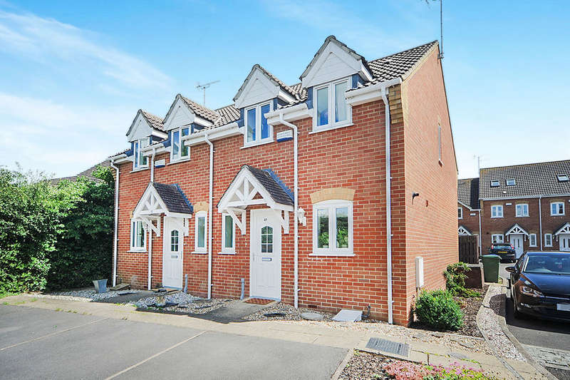 3 Bedrooms Semi Detached House for sale in Bentley Grove, Calne, SN11