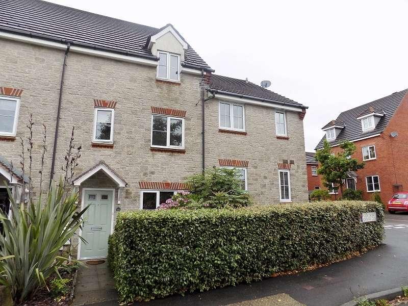 3 Bedrooms Terraced House for sale in Lowland Close, Broadlands, Bridgend. CF31 5BU