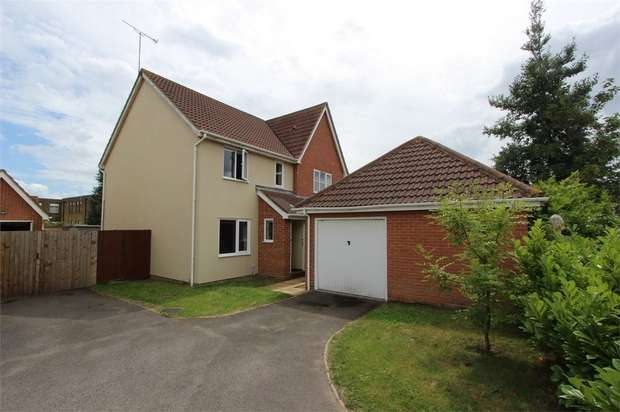 3 Bedrooms Semi Detached House for sale in Heritage Way, ROCHFORD, Essex