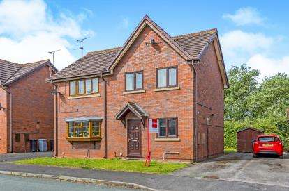 3 Bedrooms Semi Detached House for sale in Manor Road North, Nantwich, Cheshire
