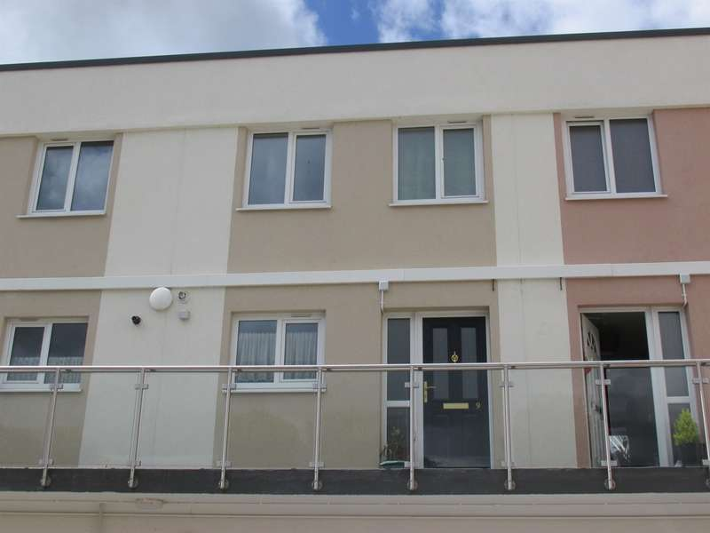 2 Bedrooms Maisonette Flat for sale in Wilson Court, Caedraw, Merthyr Tydfil