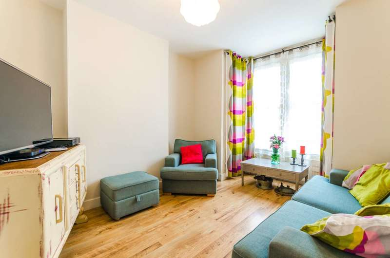 3 Bedrooms Terraced House for sale in Cann Hall Road, Leytonstone, E11