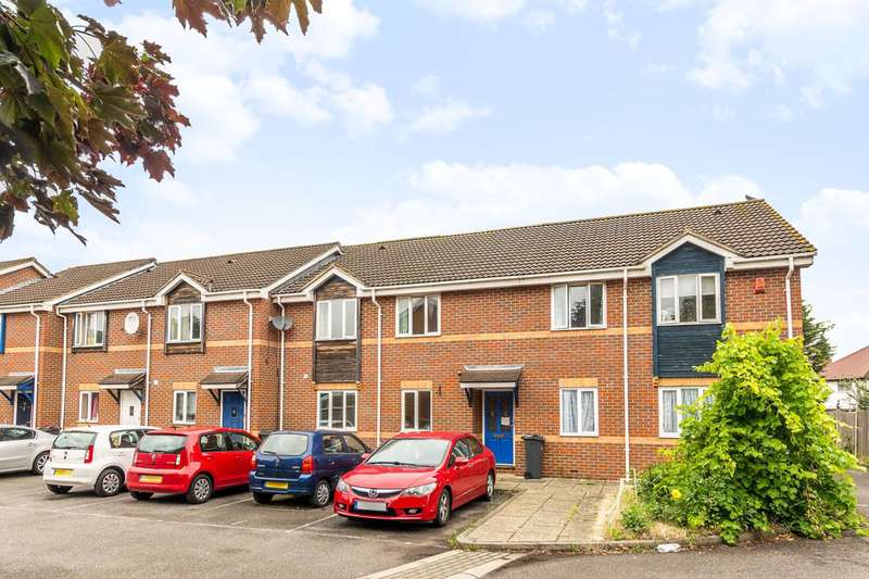 2 Bedrooms Flat for sale in Bel Lane, Feltham, TW13
