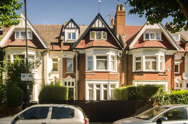 2 Bedrooms Flat for sale in Blenheim Gardens, Willesden Green, NW2