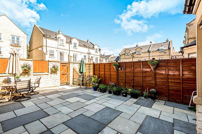 3 Bedrooms Property for sale in Cavendish Mews, Drighlington, Bradford, BD11