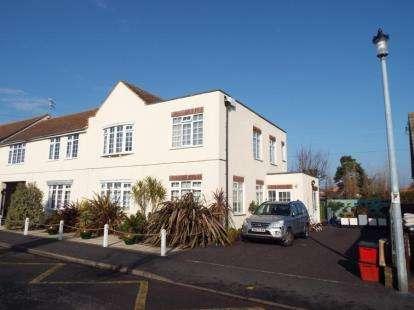 2 Bedrooms Maisonette Flat for sale in 122 Pole Barn Lane, Frinton-on-Sea, Essex