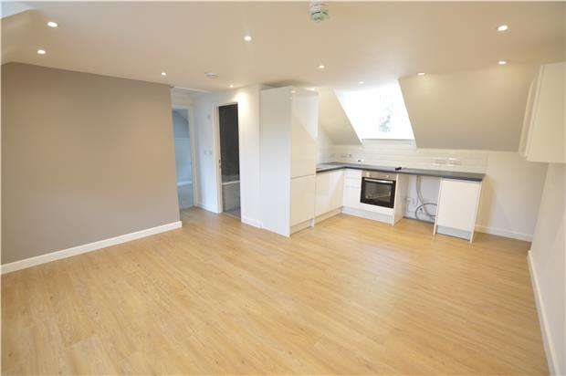 2 Bedrooms Flat for sale in Flat 8, Woodchester Garage, Woodchester, Gloucestershire, GL5 5NE