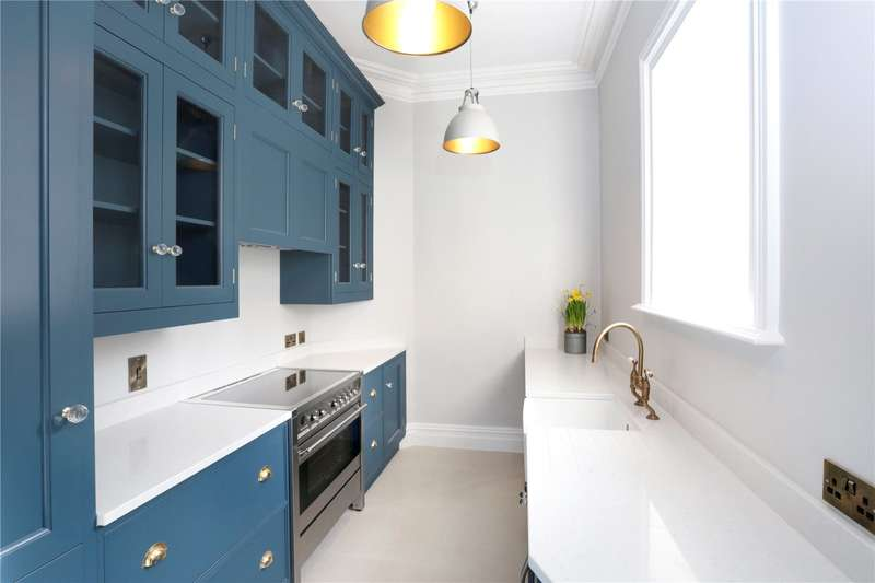 2 Bedrooms Flat for sale in Edenhurst, 54 Oakhill Road, Sevenoaks, Kent, TN13