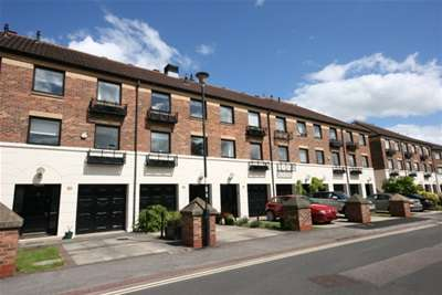 3 Bedrooms Town House for rent in Postern Close, York