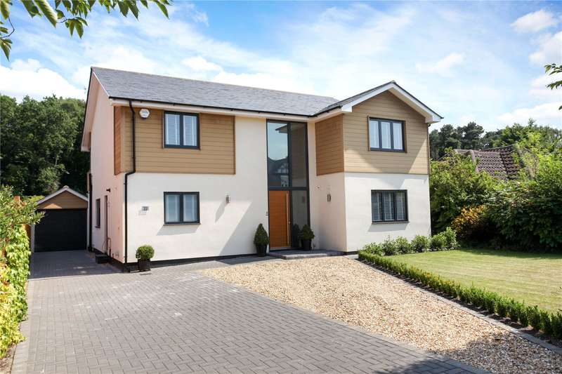 4 Bedrooms Detached House for sale in Chestnut Grove, Fleet, GU51