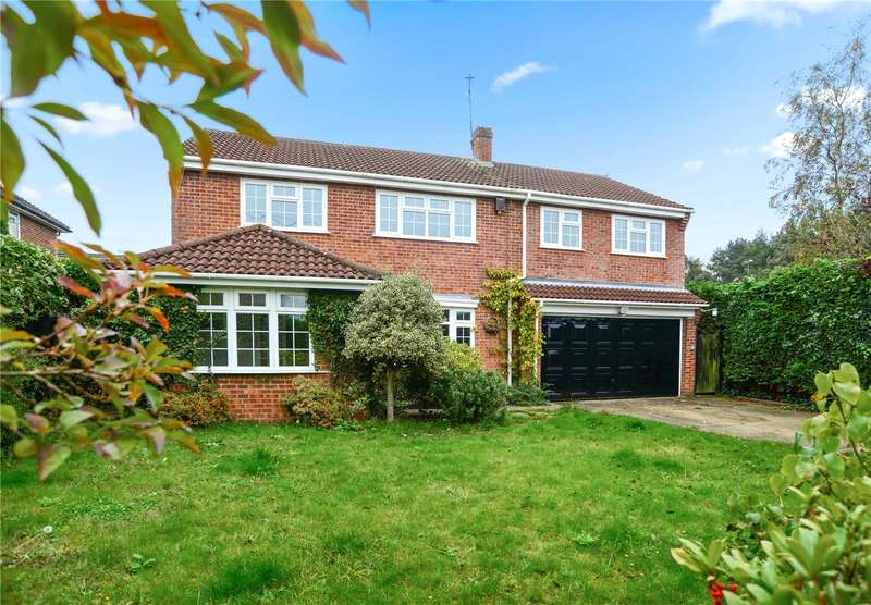 4 Bedrooms Detached House for sale in Mayflower Road, Whitehill, Hampshire, GU35