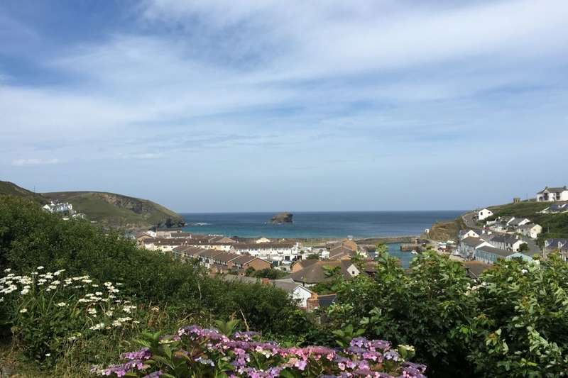 2 Bedrooms Detached Bungalow for sale in Glenfeadon Terrace, Portreath, Redruth, TR16