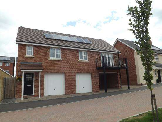 2 Bedrooms Detached House for sale in Church Crookham, Fleet, Hampshire