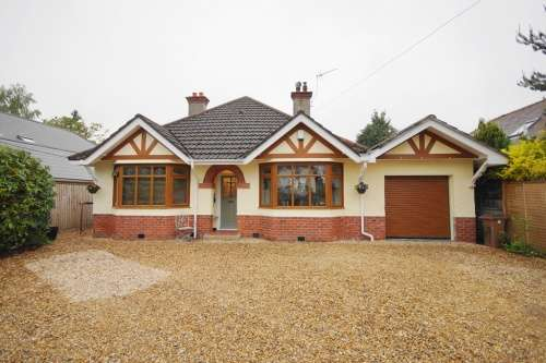 4 Bedrooms Bungalow for sale in Moorlands Road, West Moors, Ferndown, Dorset